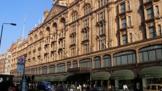 Knightsbridge, living in Knightsbridge, London, West End, SW1
