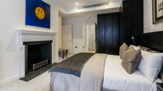 Bedroom in the Great Cumberland Place show apartment, ©Galliard Homes.