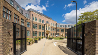 Crescent House gated entrance, ©Galliard Homes.