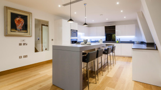 Kitchen at a Ludgate Broadway show apartment, ©Galliard Homes.