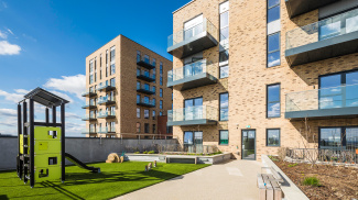 Citypark Gardens exterior and communal gardens, ©Galliard Homes.