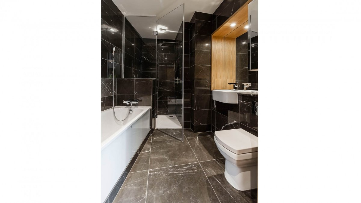 Bathroom at a Baltimore Tower apartment, ©Galliard Homes.