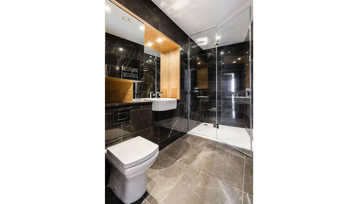 Shower room at a Baltimore Tower apartment, ©Galliard Homes.