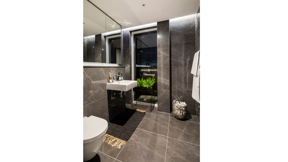 Bathroom in the Trilogy penthouse showflat, plot 32, ©Acorn Property Group.