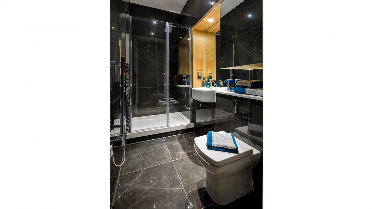 En-suite at a Crescent House show apartment, ©Galliard Homes.