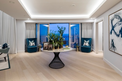 Penthouse 4402 reception area with access onto the private terrace, ©Galliard Homes.