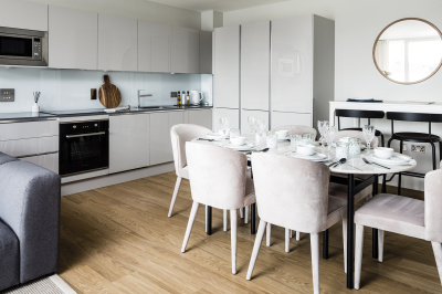 Open-plan kitchen and dining area at a Wimbledon Grounds apartment, ©Galliard Homes.